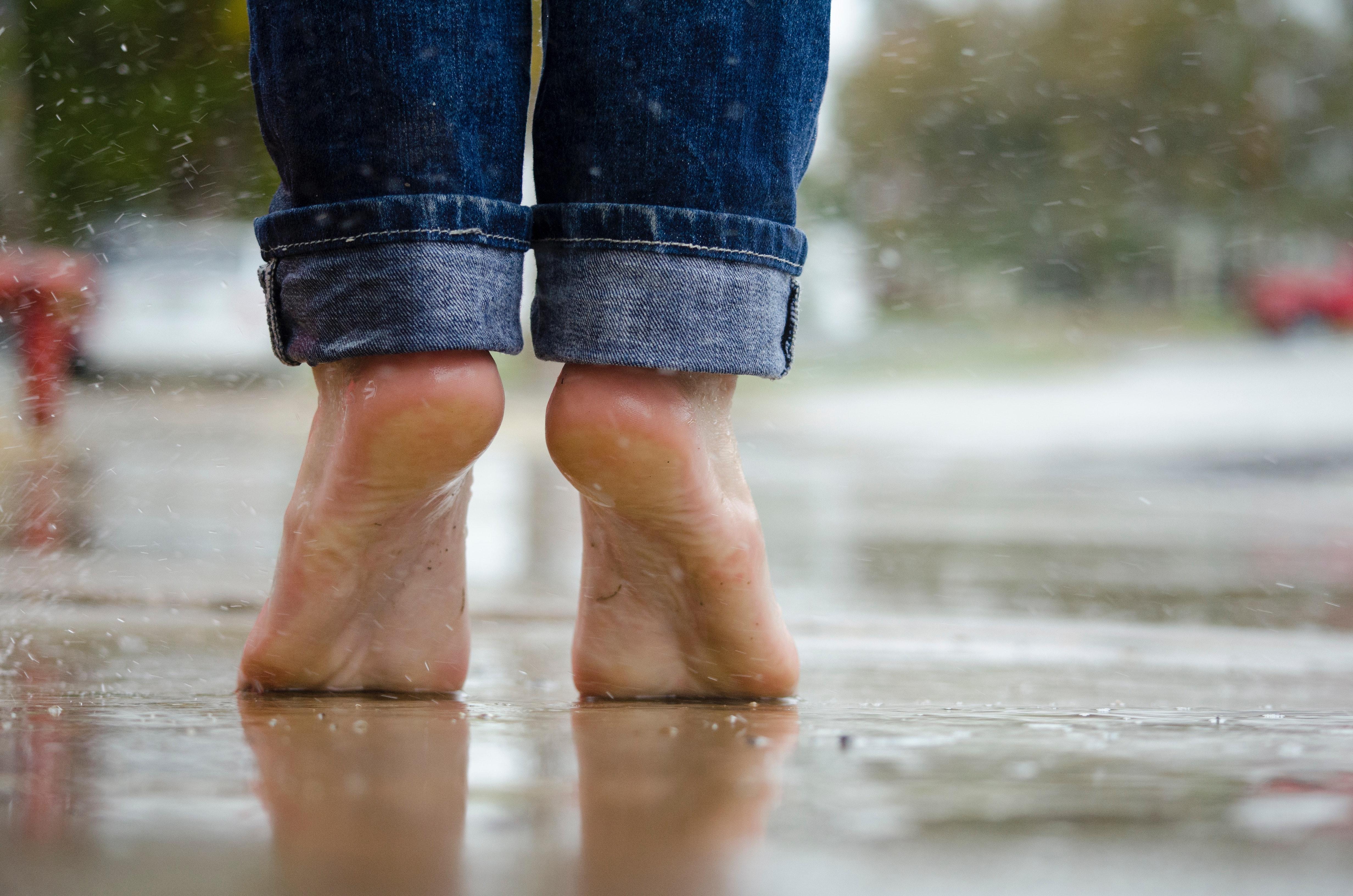 Comment prévenir et traiter la transpiration excessive des pieds?